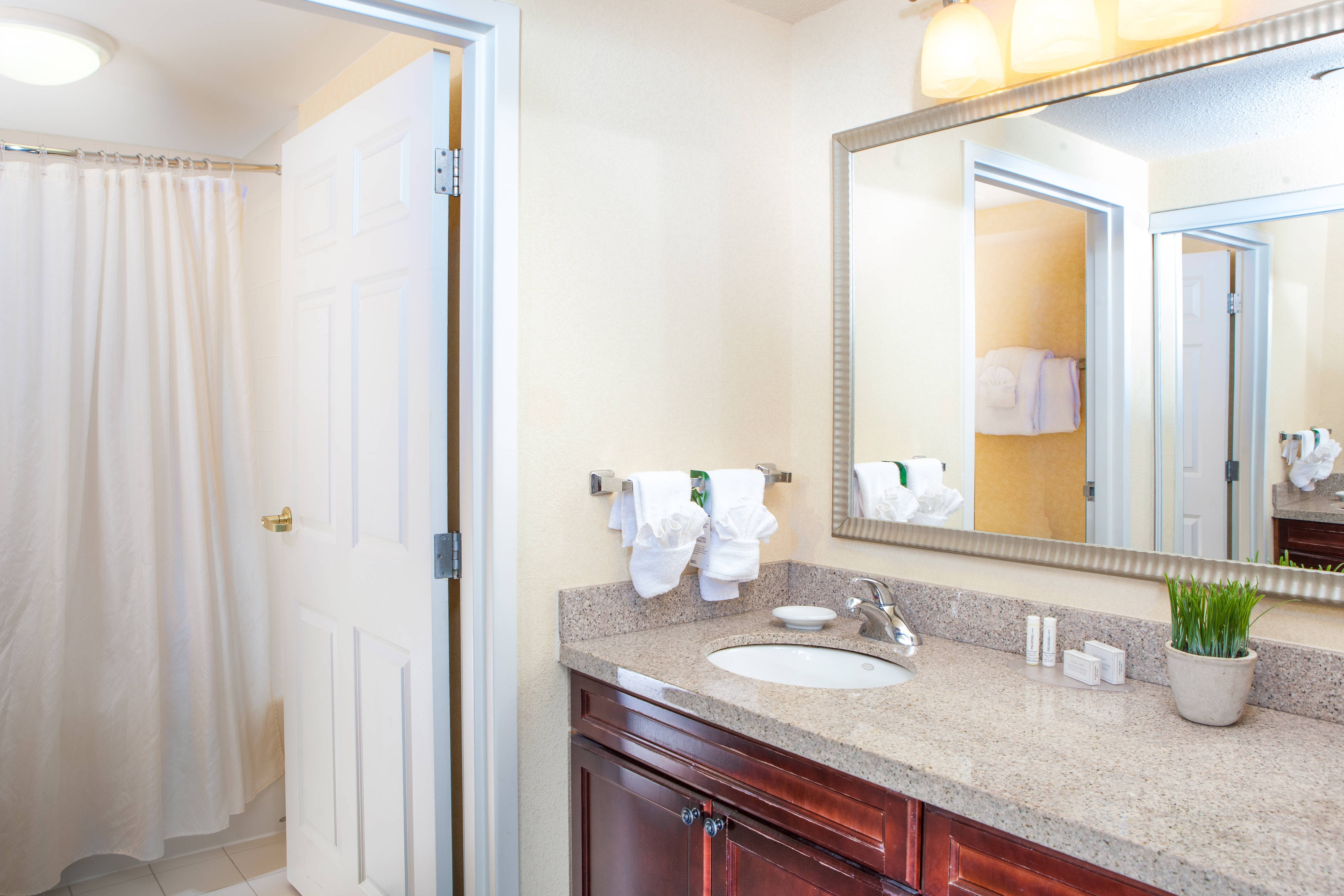 Residence Inn Chesapeake Guest Bathroom