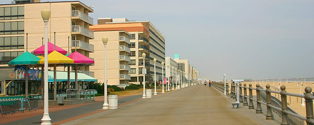 Paseo marítimo en la playa – Courtyard de Virginia Beach