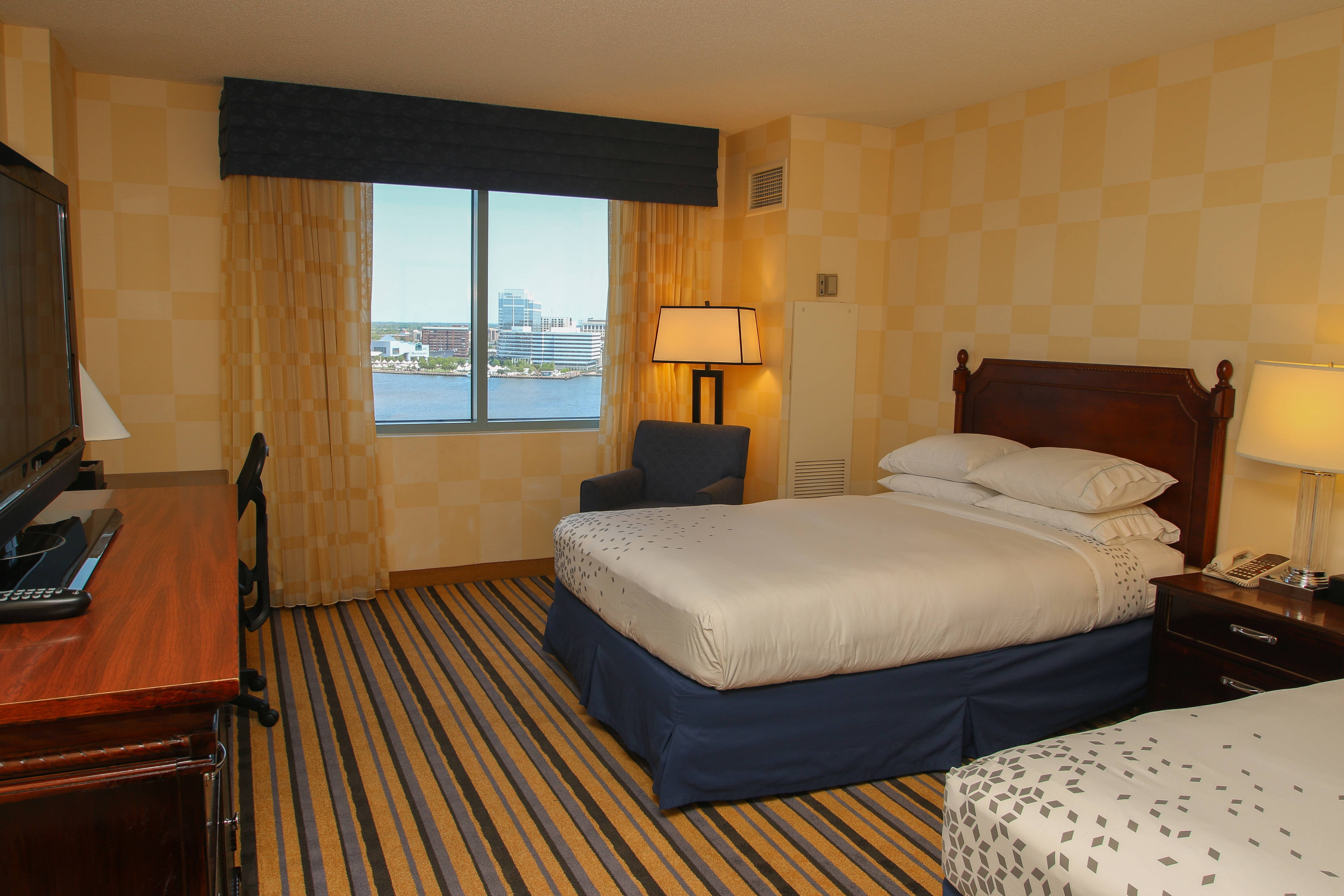 Double/Double Guest Room - Club Level Water View