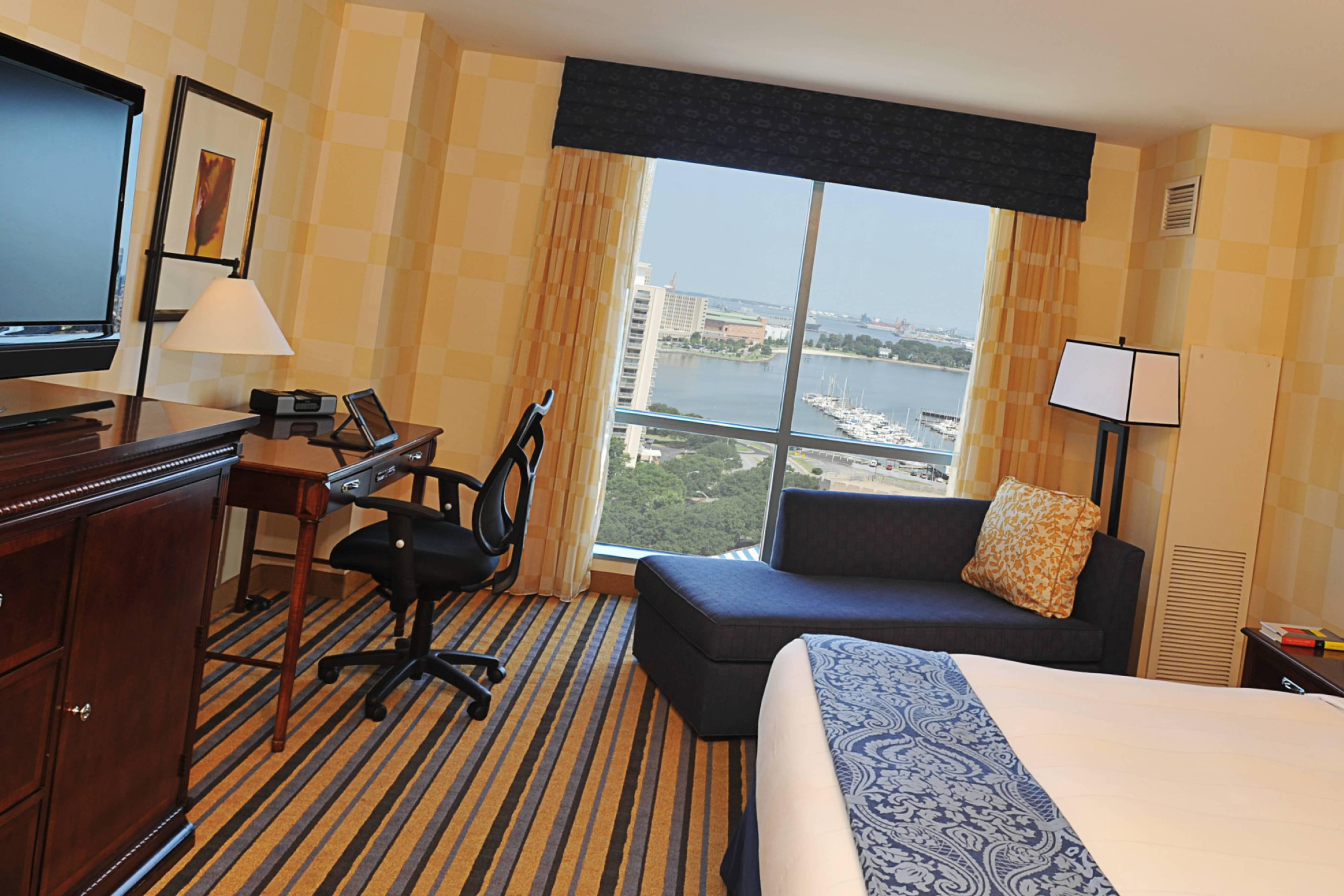 Chambre avec lit king size au bord de l'eau