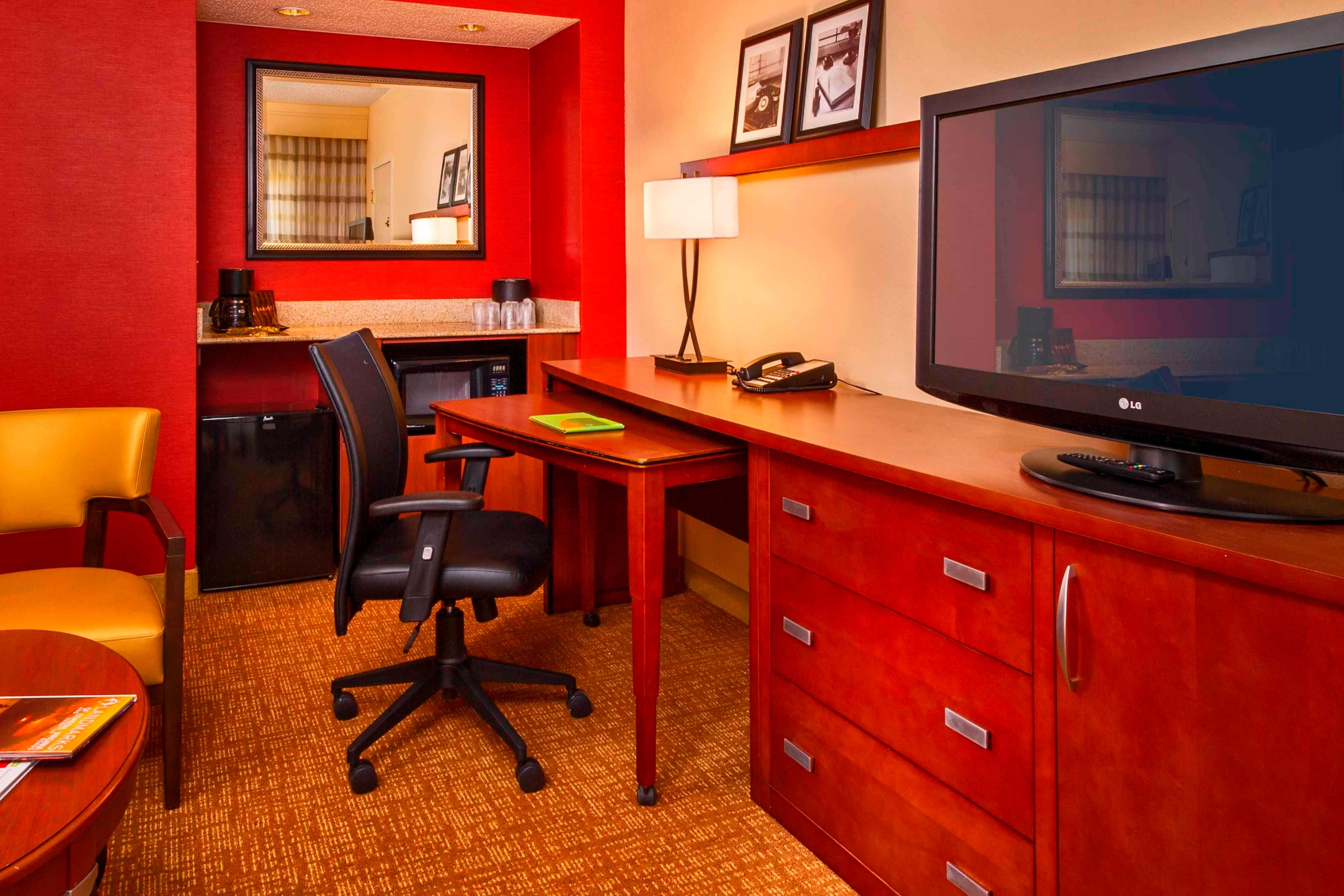 Virginia beach hotel suites norfolk va courtyard - 2 bedroom hotels in virginia beach ...