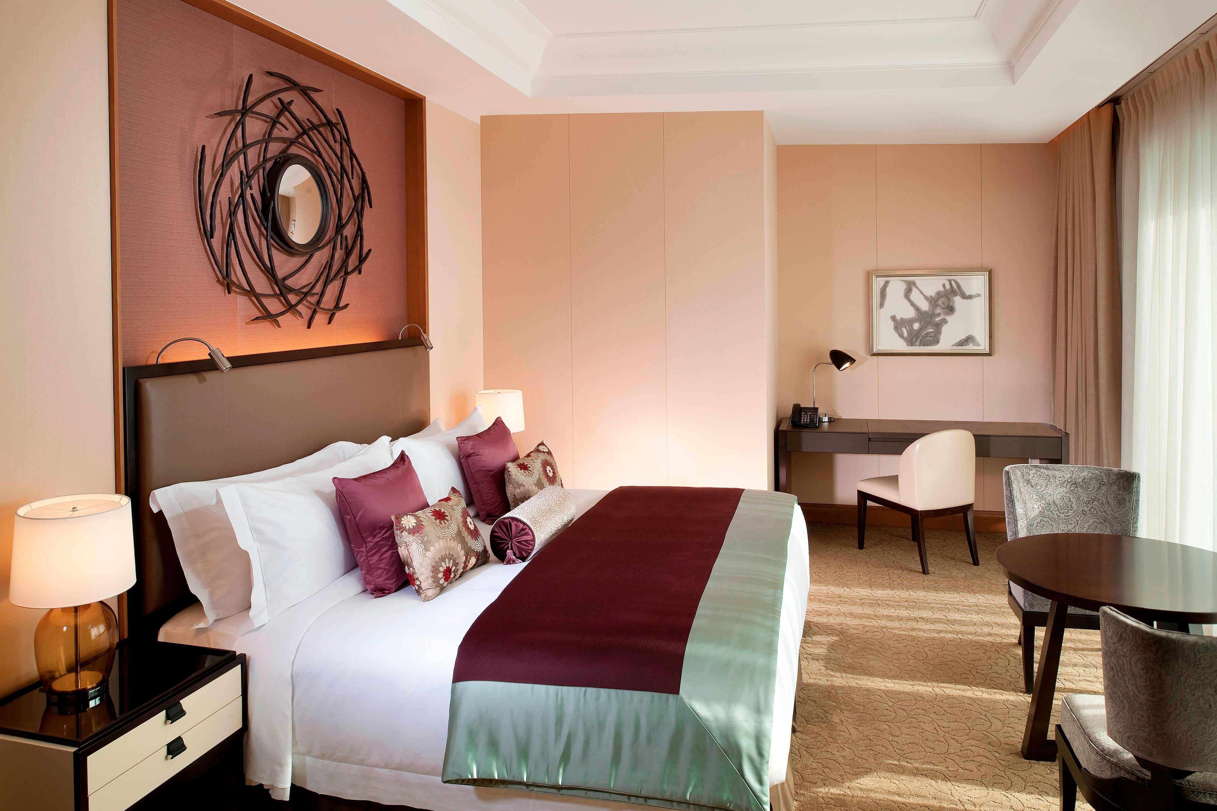 Grand Deluxe Suite - Bedroom