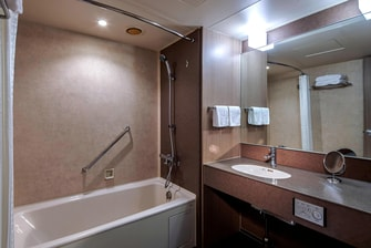 Twin Twin Comfort Premium Guest Bathroom