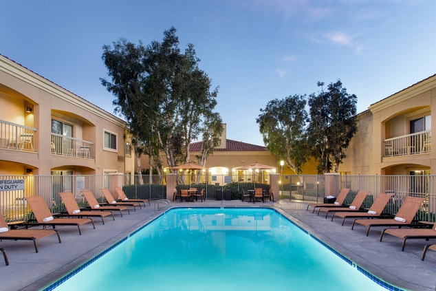 Camarillo Hotel Outdoor Swimming Pool