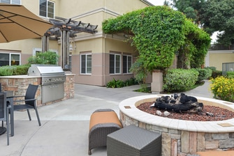 hotel with bbq grill and fire pit in Palo Alto Los Altos CA
