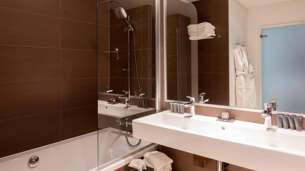 ル・ブルジェのスイート、ジュニアスイートのバスルーム