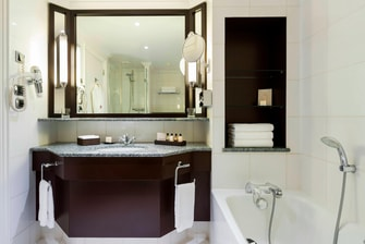 Luxury Paris hotel guest bathroom