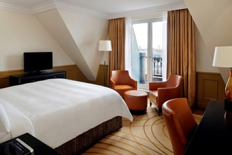5-star hotel suite in Paris