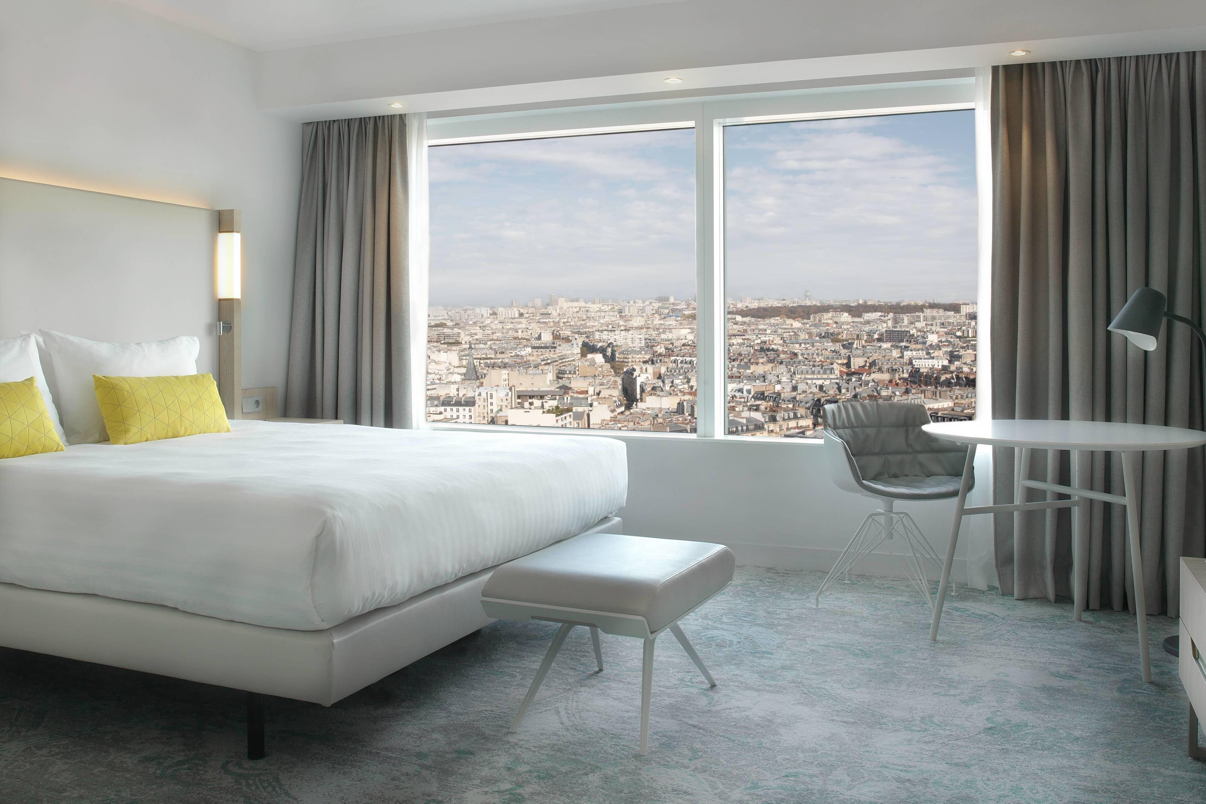 Номер с двуспальной кроватью (King) и видом на Париж