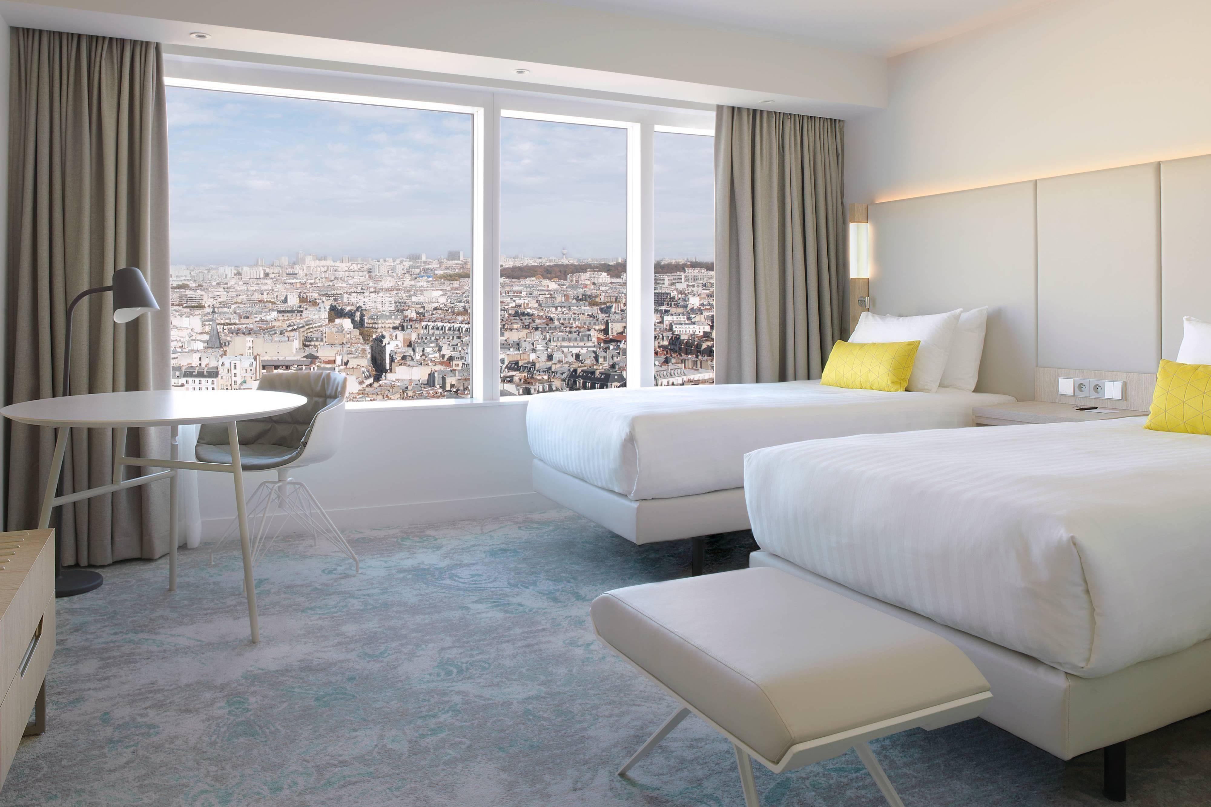 Номер с 2односпальными кроватями и видом на Париж