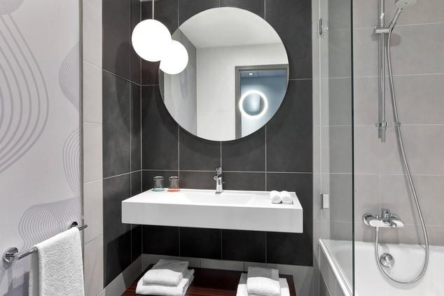 LM Club Bathroom