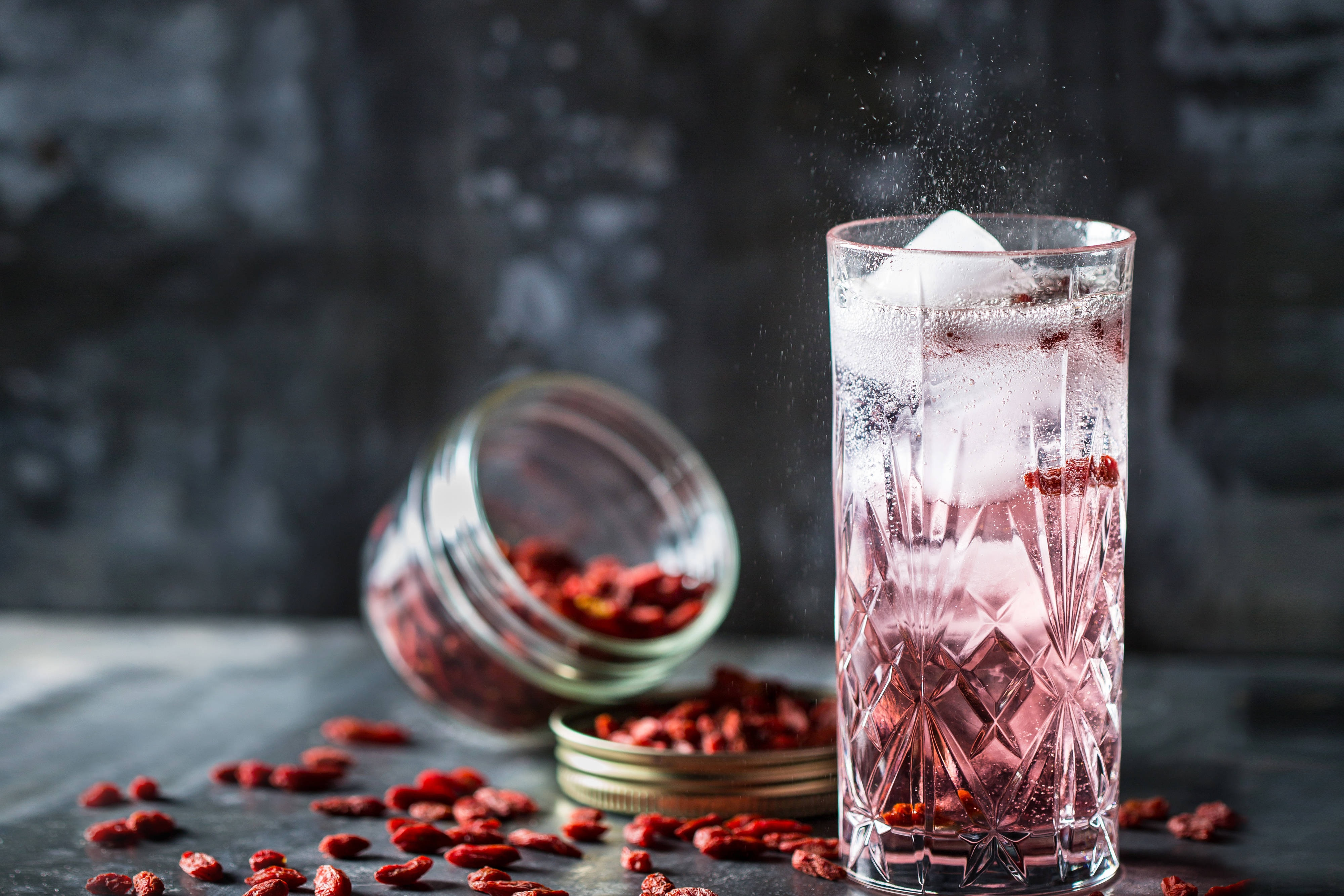 Sparkling Cocktail Goji berries