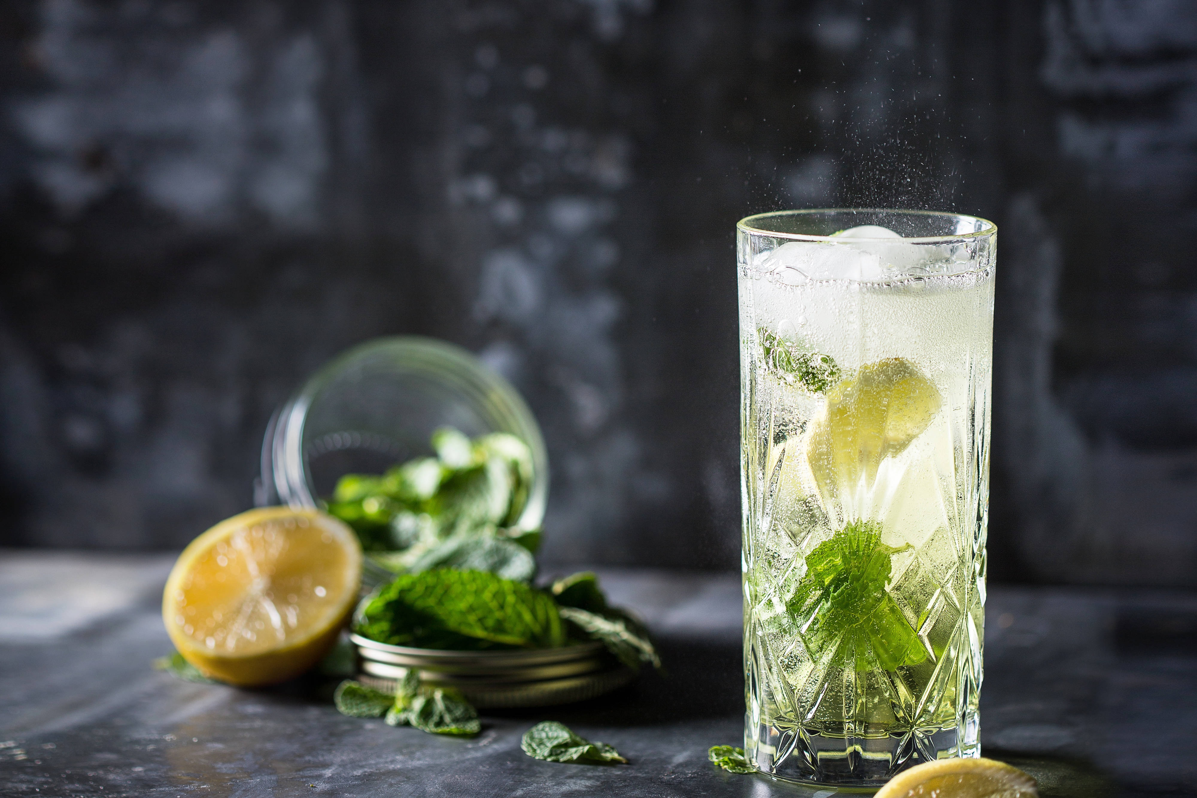 Sparkling Cocktail Mint Lemon