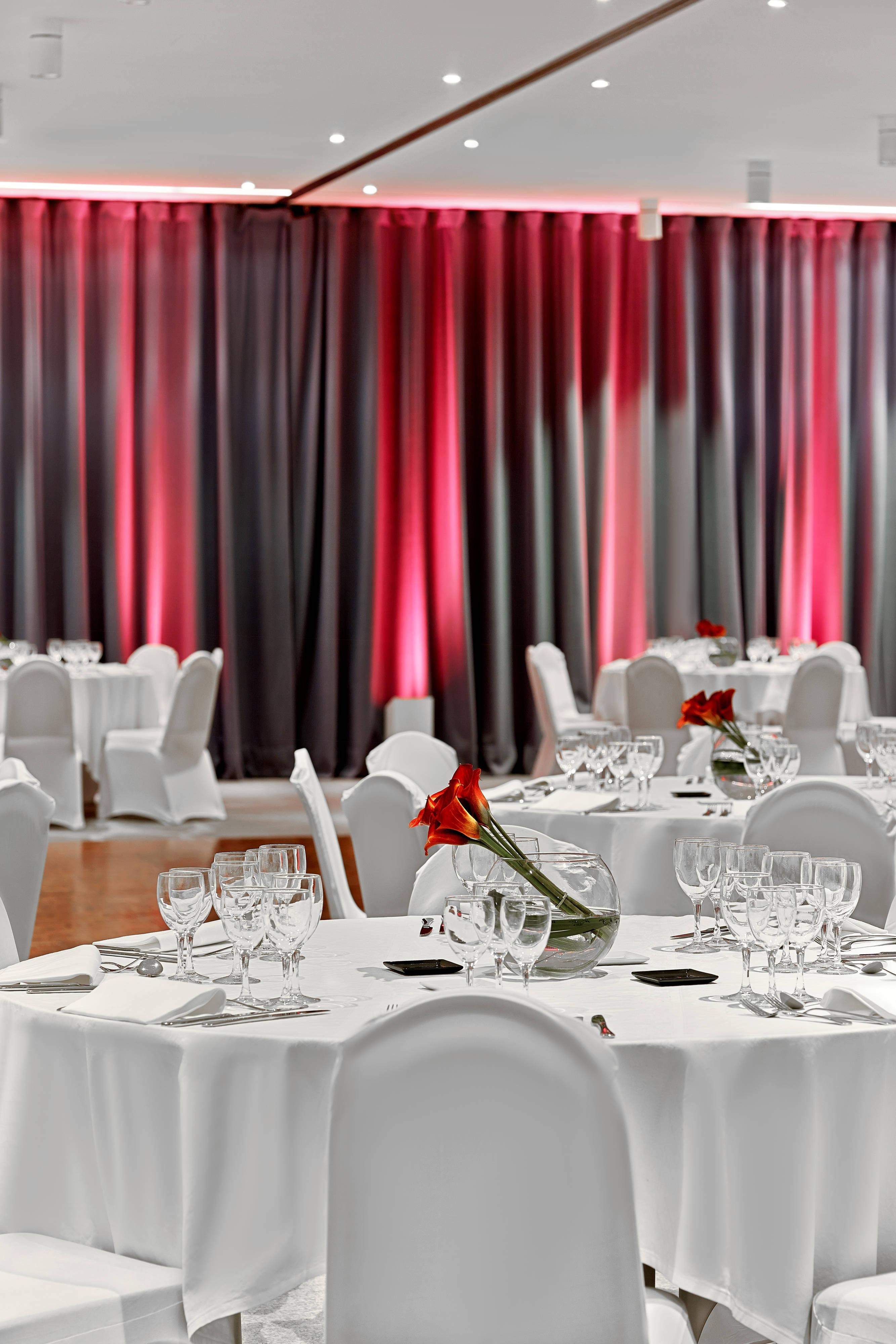 Wagram - Diner Round Tables