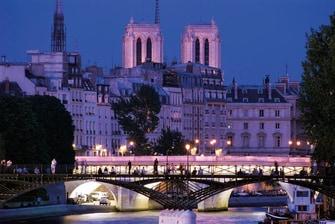 Catedral de Notre-Dame de Paris e o rio Sena