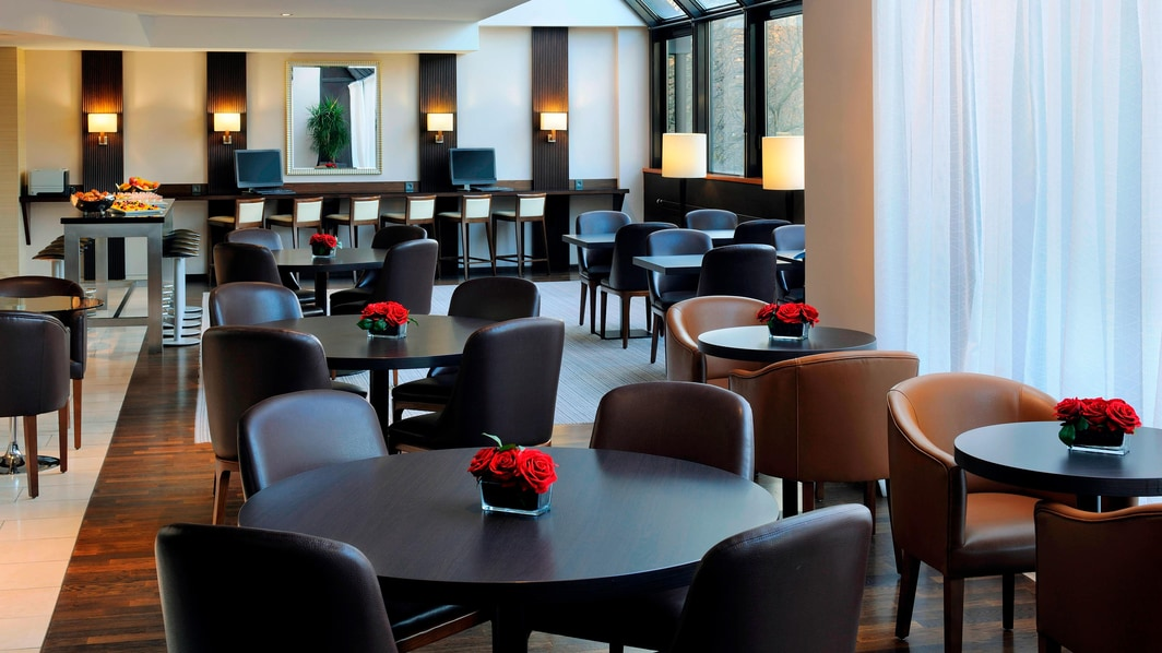 Executive Lounge – Dining Area