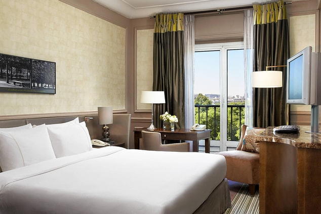 Room with Eiffel Tower View