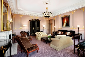 Royale Suite - Living Room