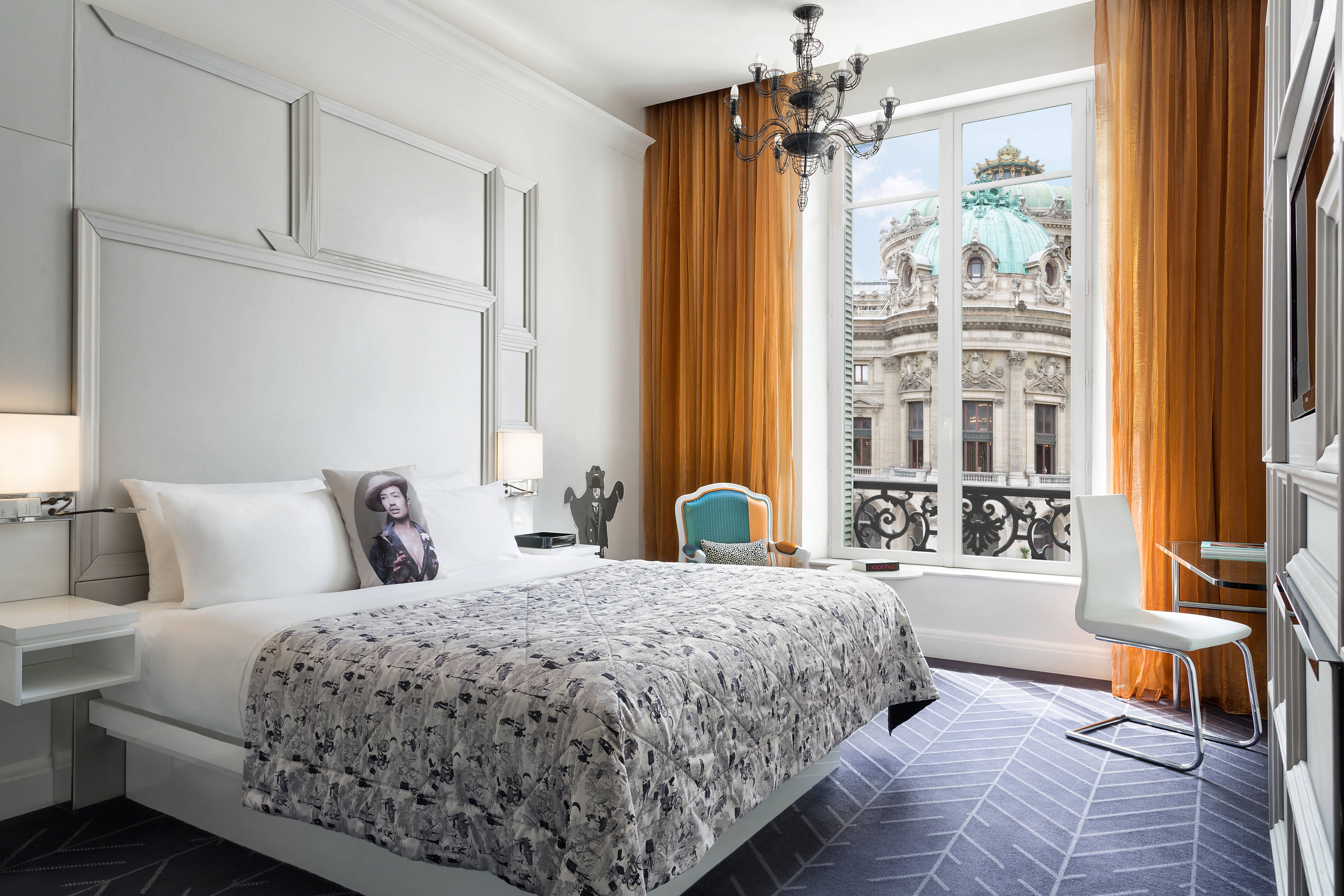 Spectacular Room Opera View