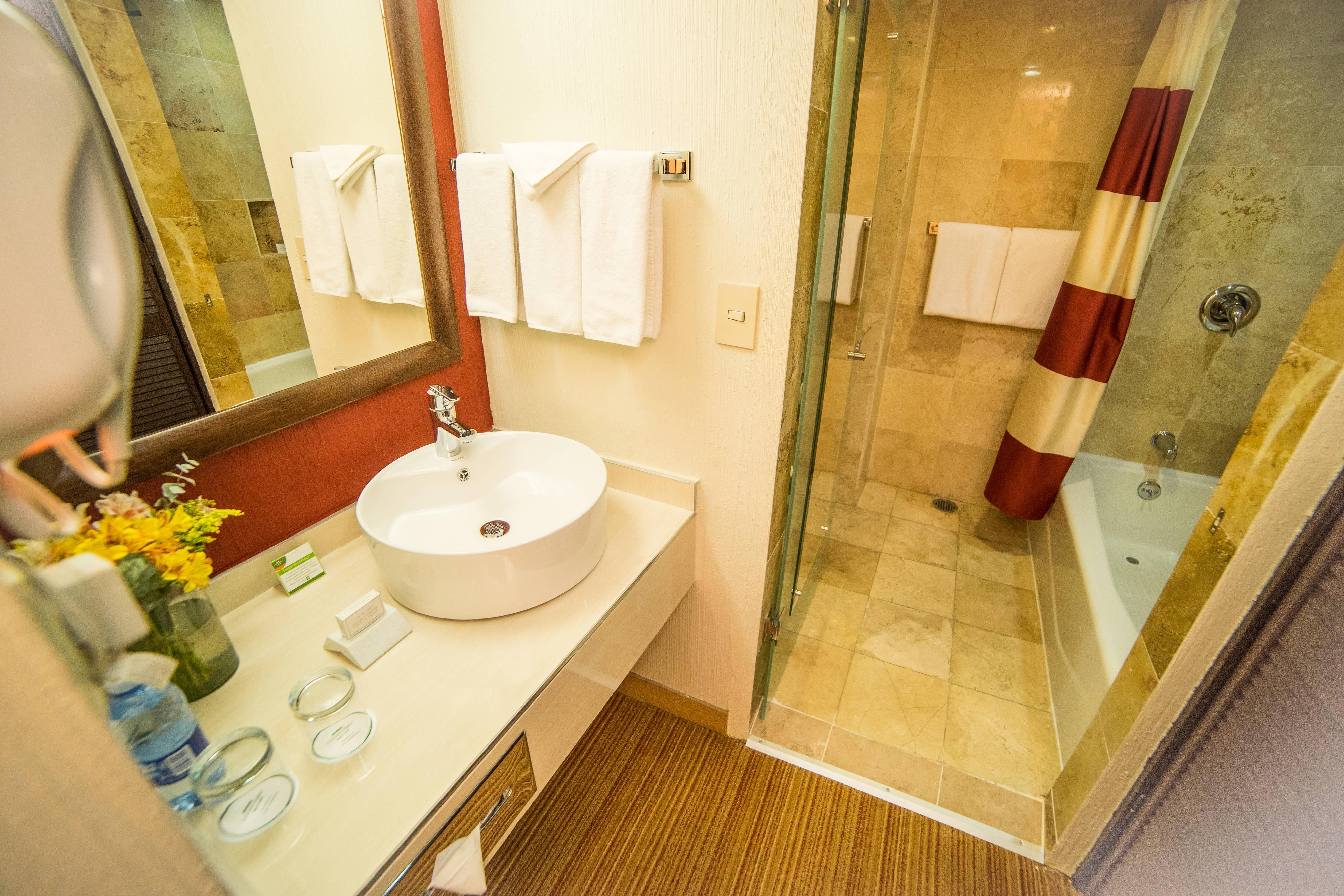 Puebla Guestroom Bathroom