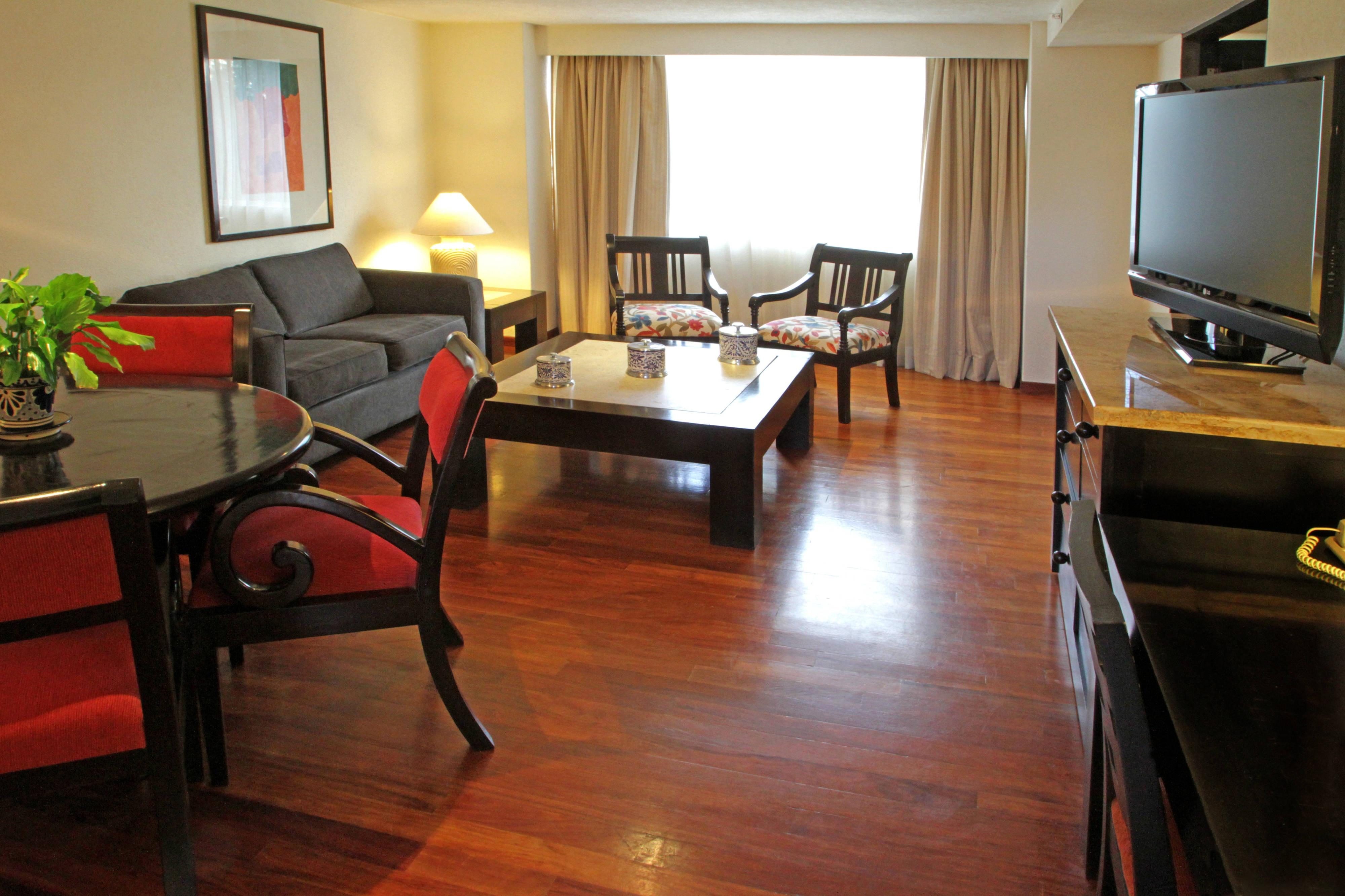 Sala de estar de la suite Presidencial en Puebla