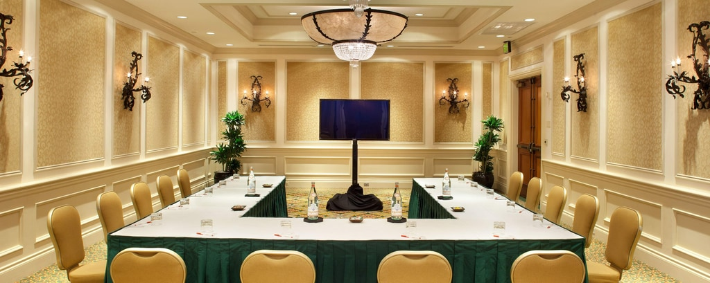 Ocean Breeze Meeting Room – U-Shape Setup