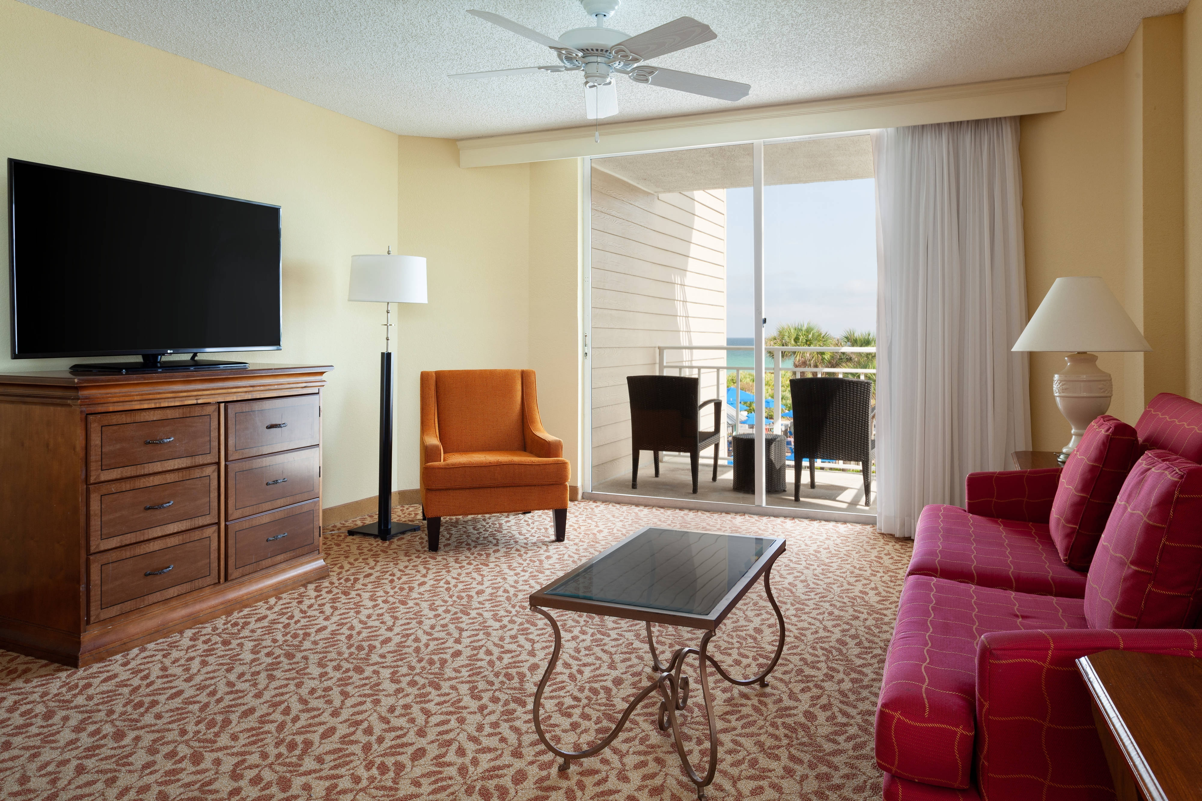 Sandpiper Tower King Resort View Guest Room - Living Area