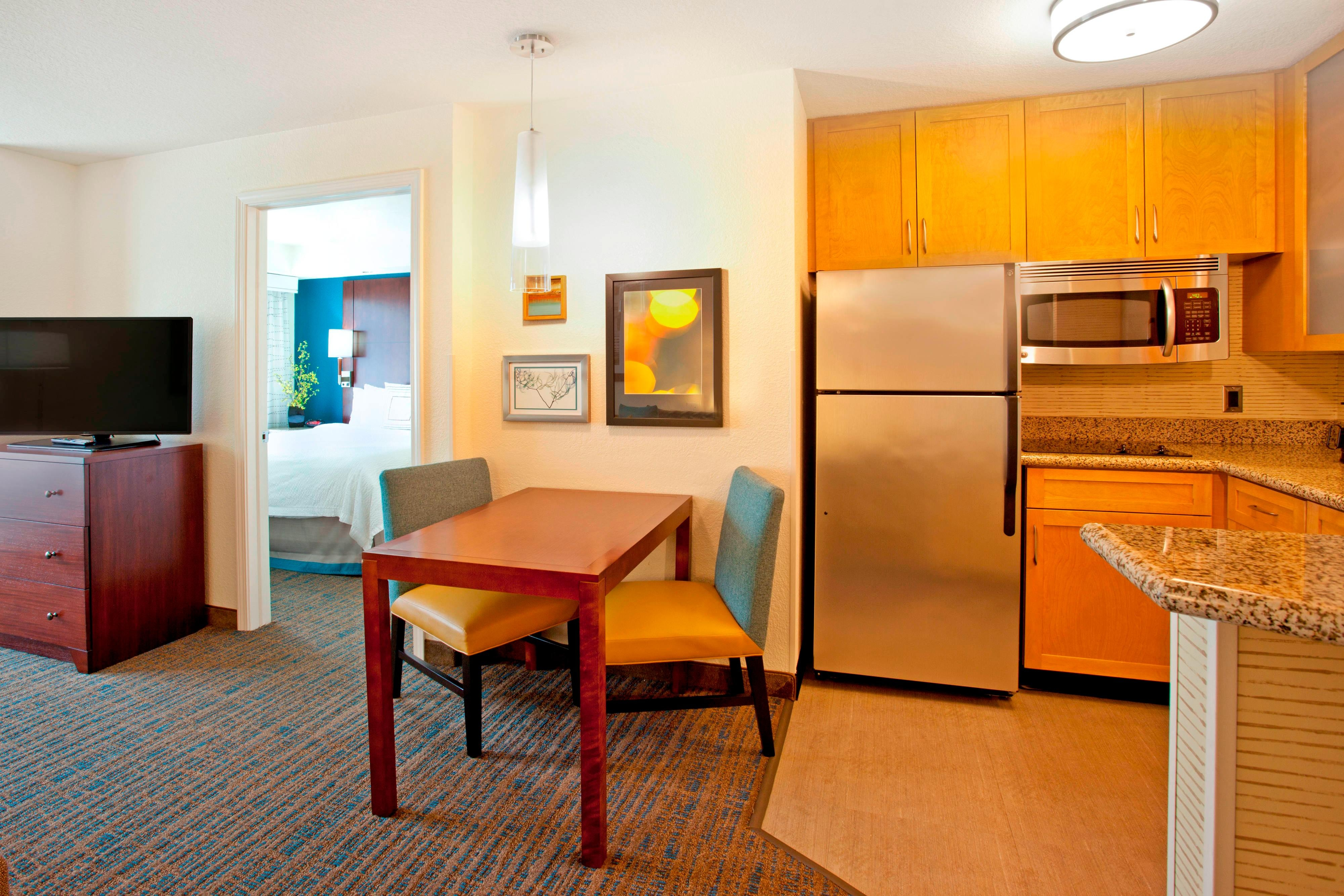 One-Bedroom Suite Dining & Kitchen Area