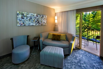 King Guest Room – Lounge Around Sofa