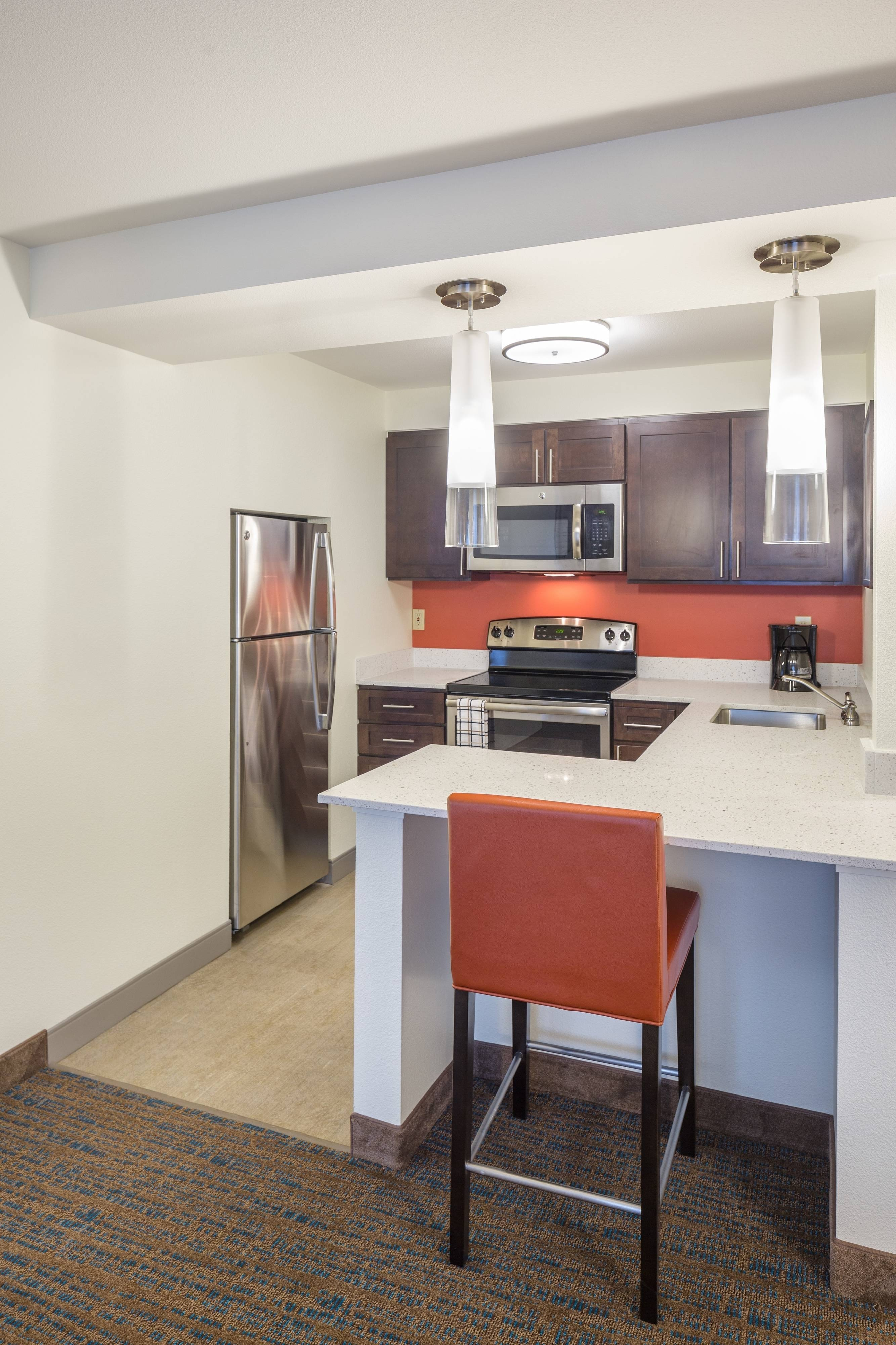 full kitchen in suite Marriott Residence Inn Hillsboro