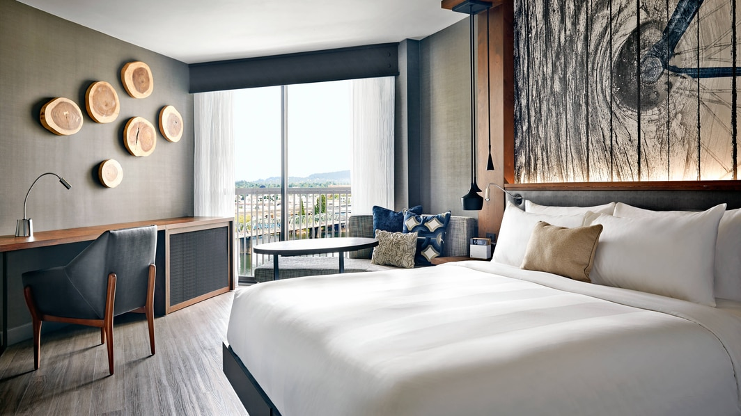King Guest Room, Willamette River view