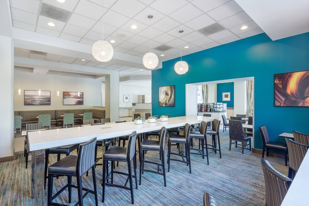 Residence Inn Portland Downtown RiverPlace Communal Table