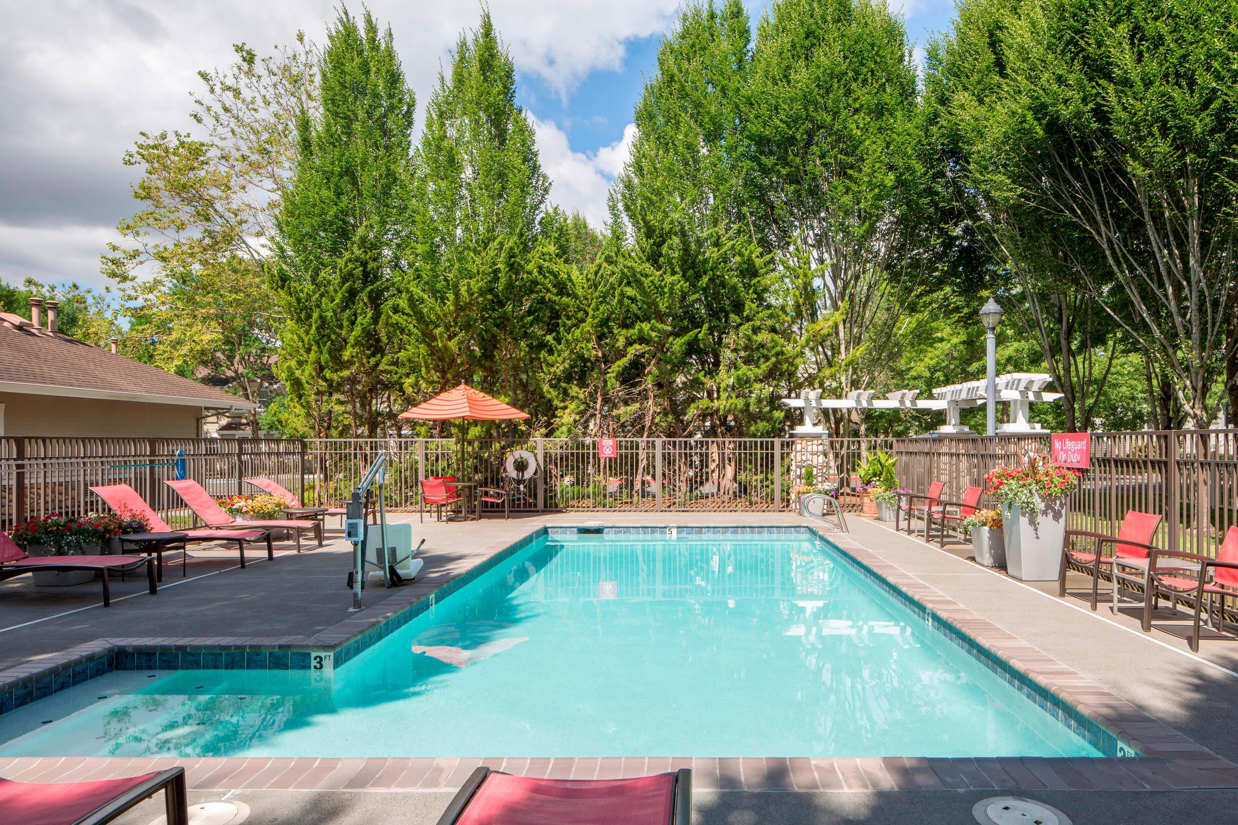 Seasonal Outdoor Pool Marriott Hillsboro Hotel