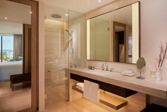 Club Double Bathroom