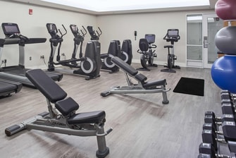 newport news hotels with gym