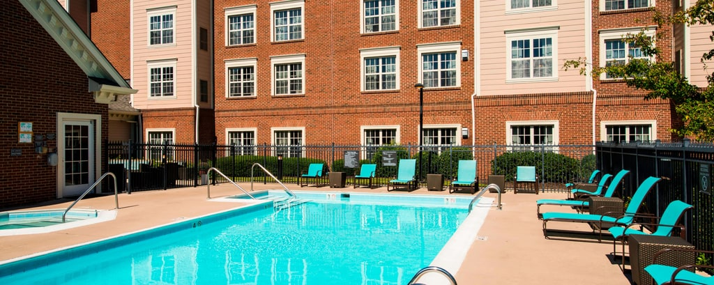 Outdoor pool at Williamsburg hotel