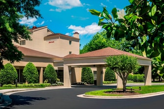 Pictures and photo tour of williamsburg hotel guest rooms - Williamsburg va hotels near busch gardens ...