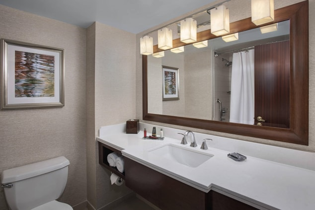 Philly airport hotel guest bathroom