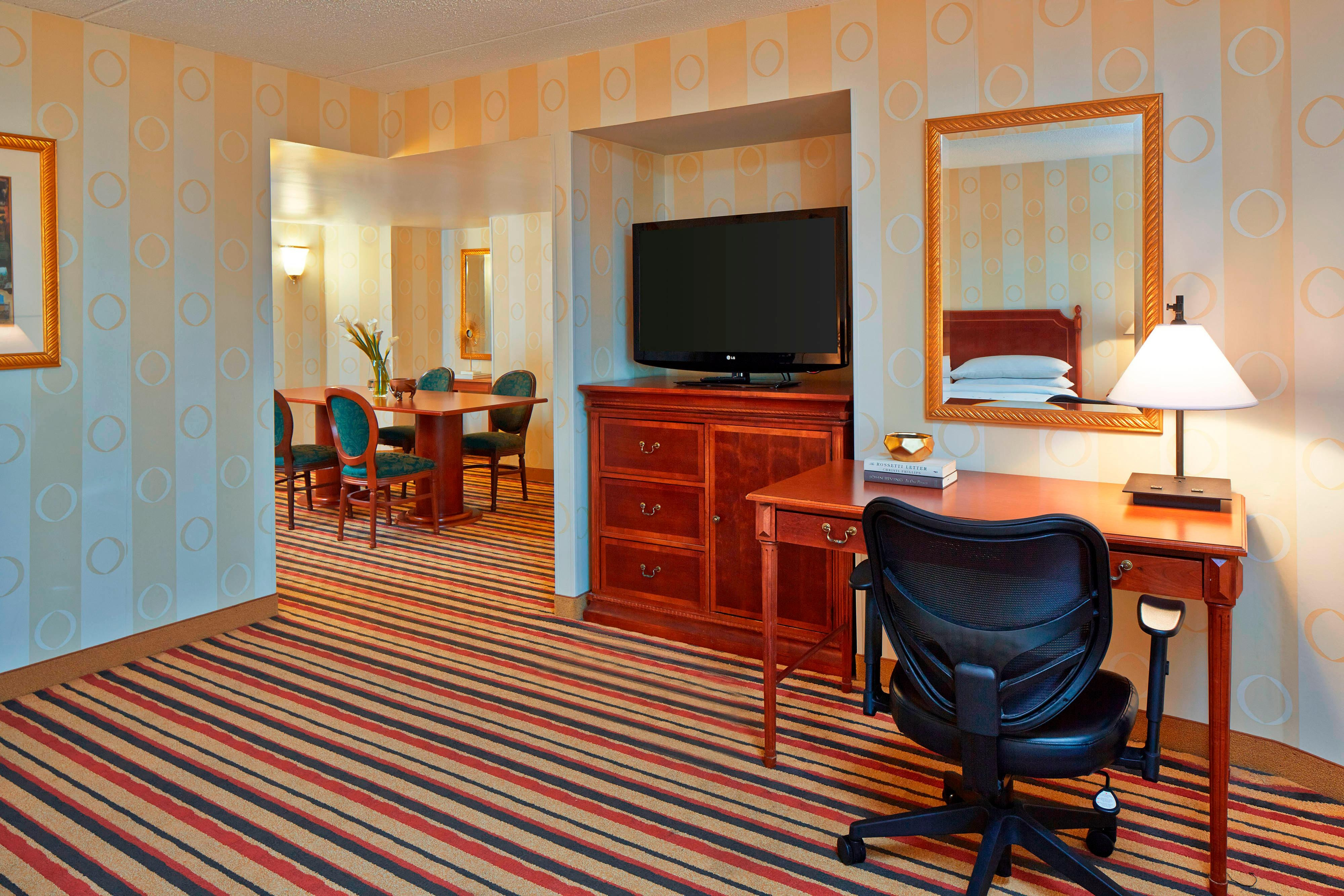 Executive King Suite - Work Area