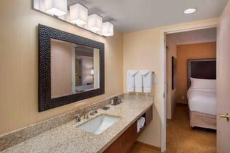 One-Bedroom King Suite Bathroom