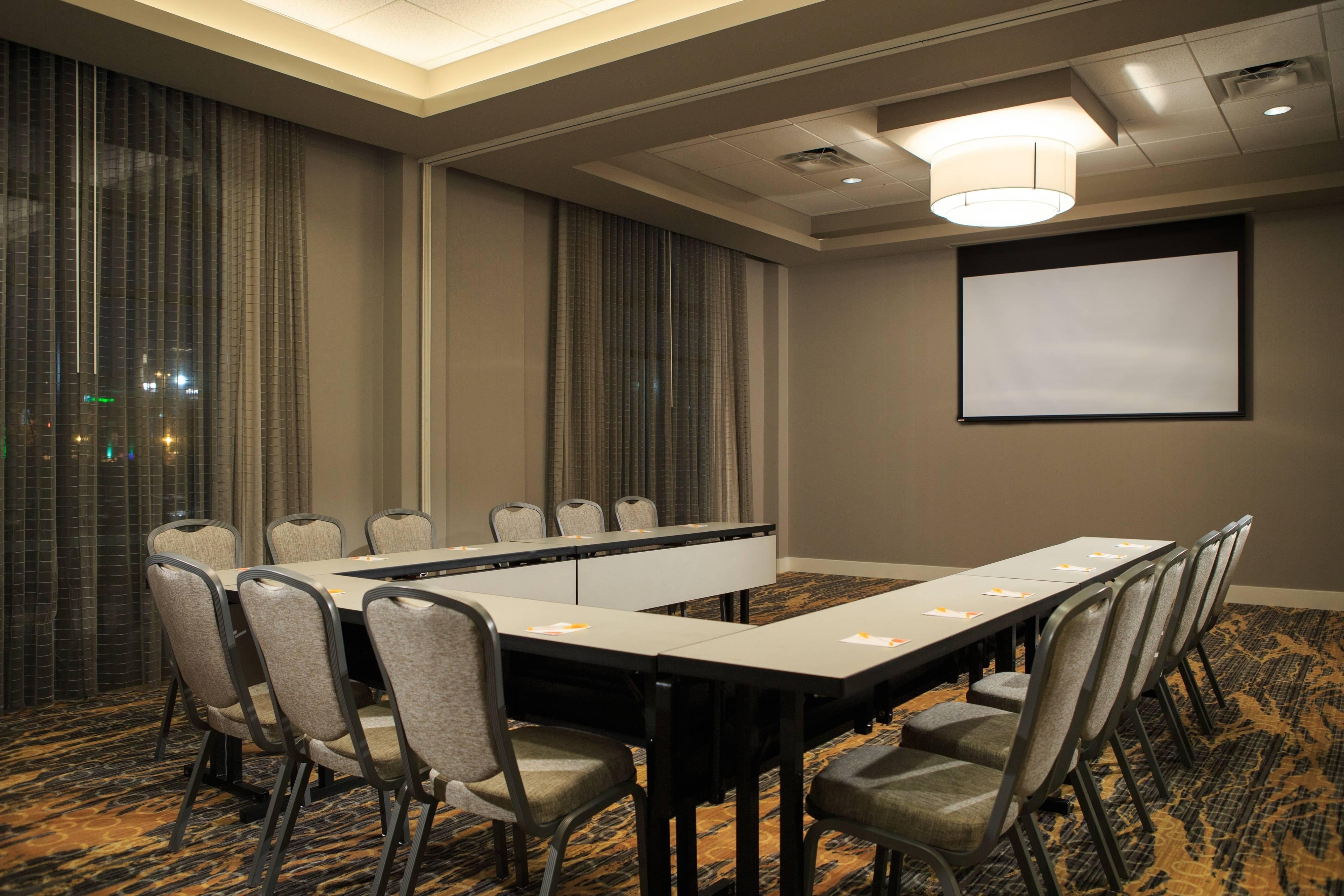 Assembly Salon – U-Shape Setup