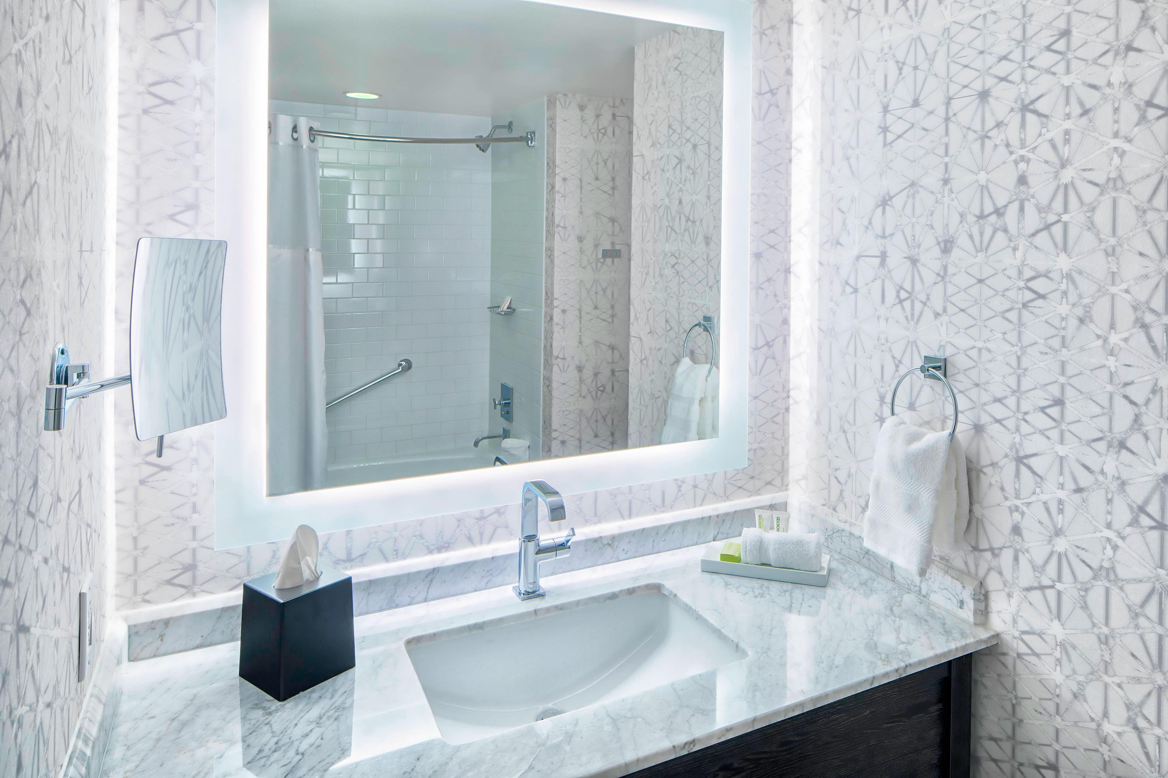 Ванная комната для гостей с ограниченными возможностями