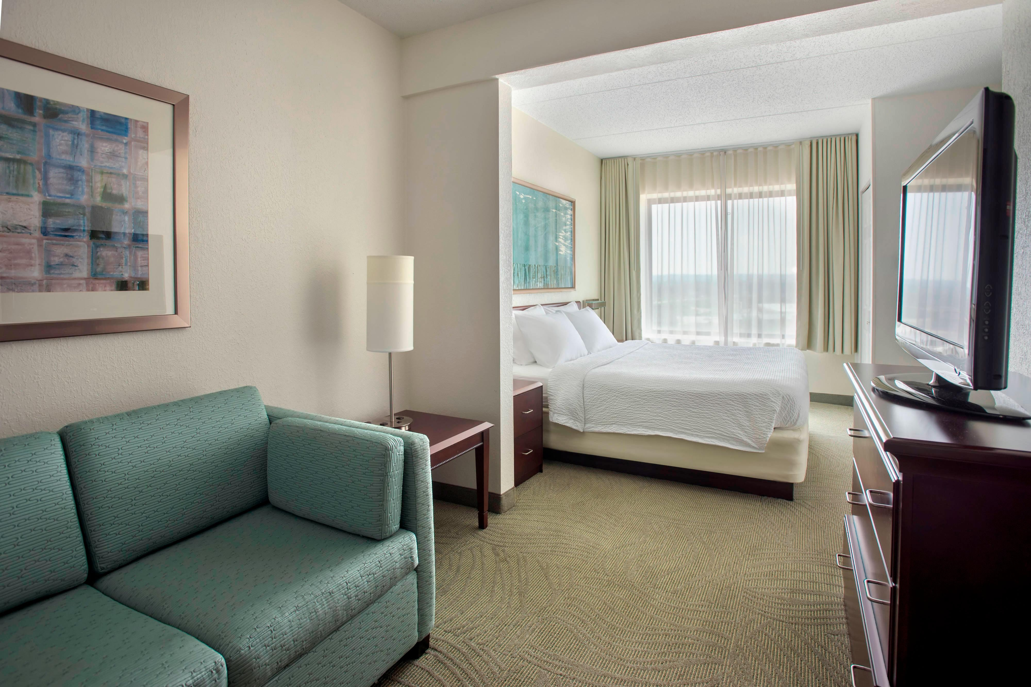 Hotels in Plymouth Meeting, PA - guest rooms