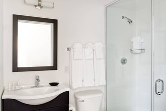 Top Floor Studio Suite Bathroom