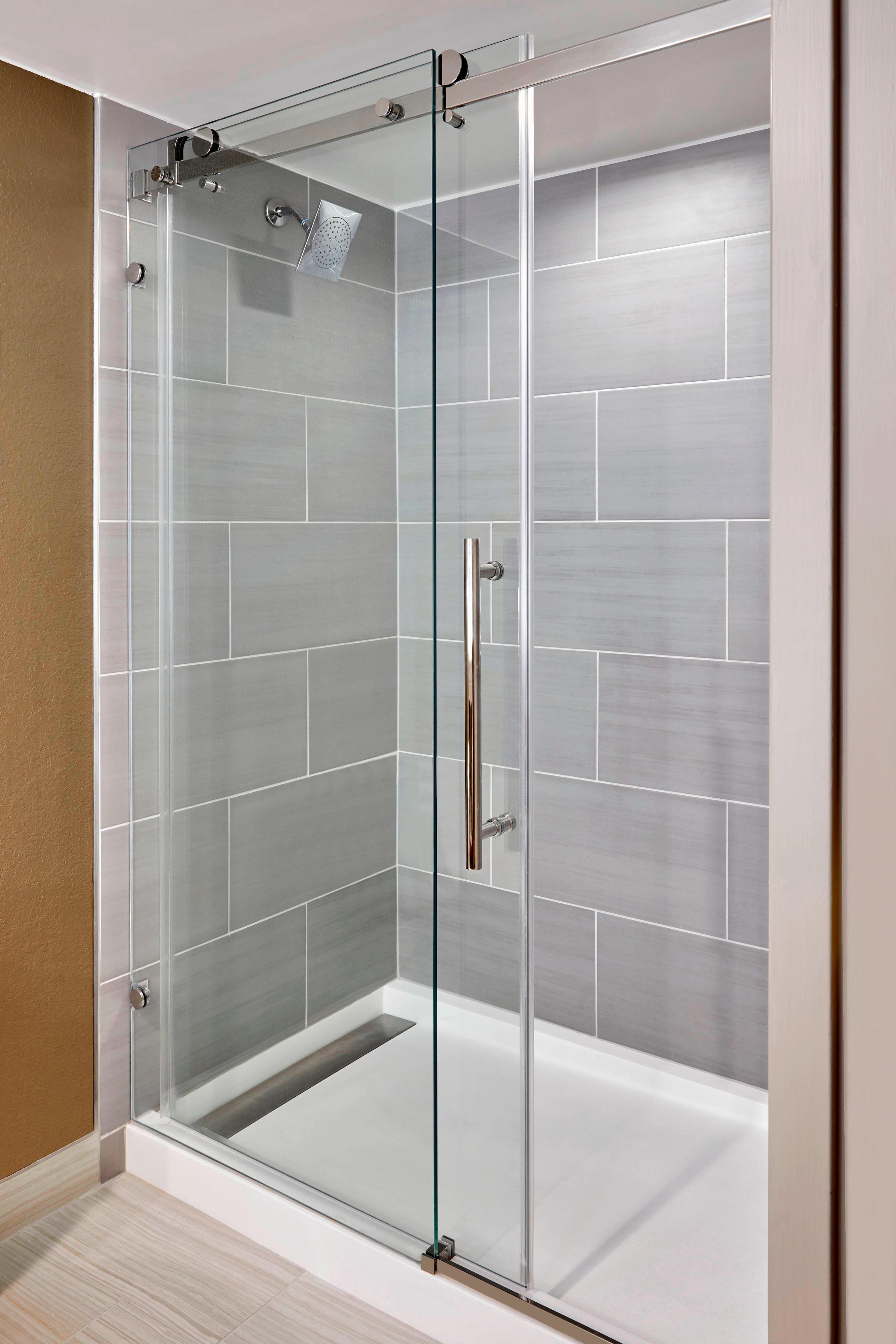 客室バスルームのシャワー
