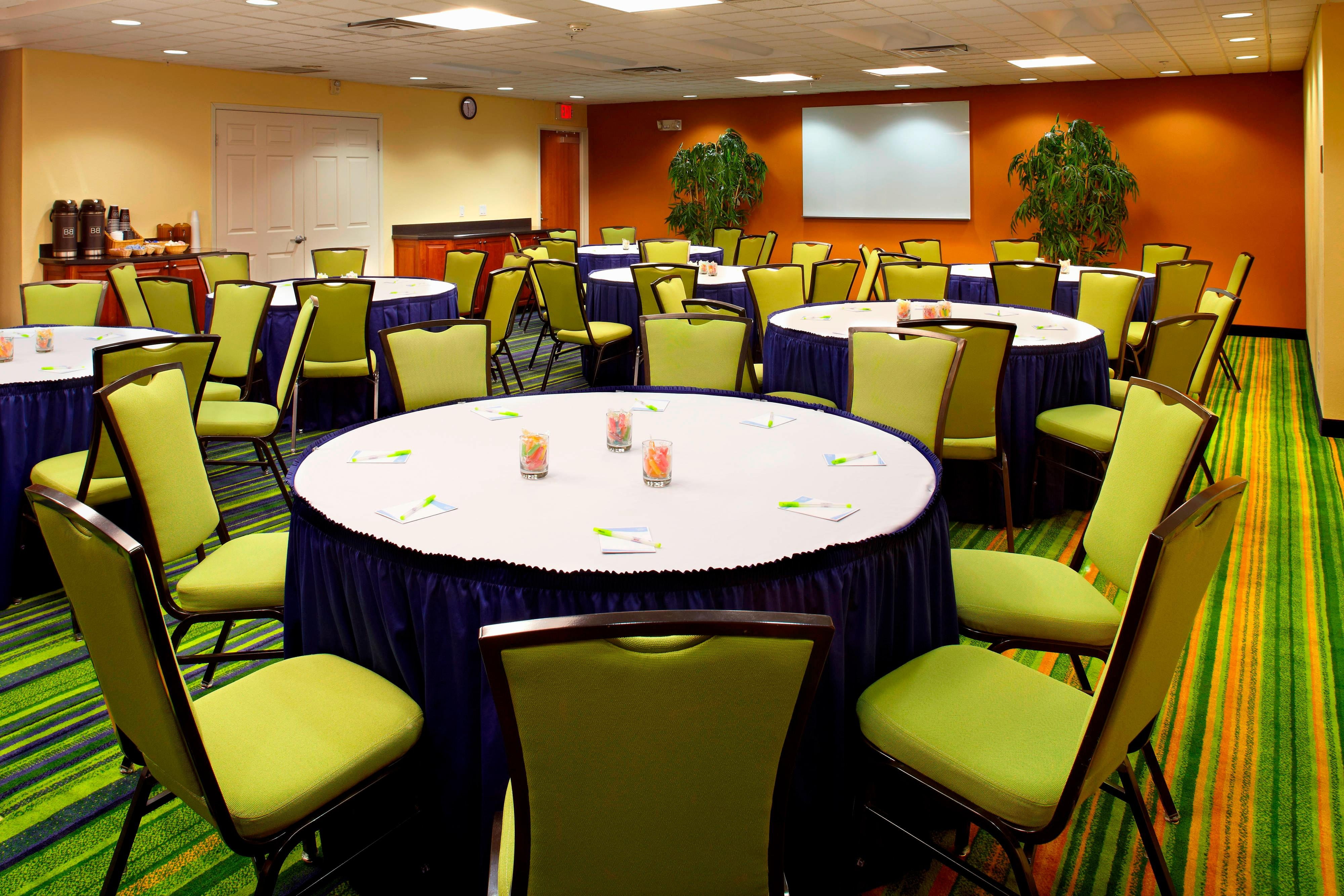 Cardinal Meeting Room - Banquet Setup