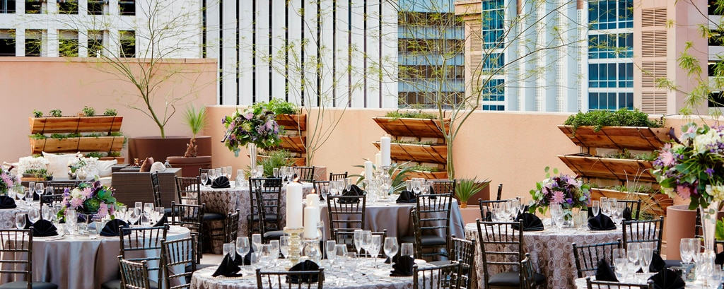 Wedding venues downtown phoenix renaissance phoenix downtown hotel outdoor wedding venue in downtown phoenix junglespirit Gallery