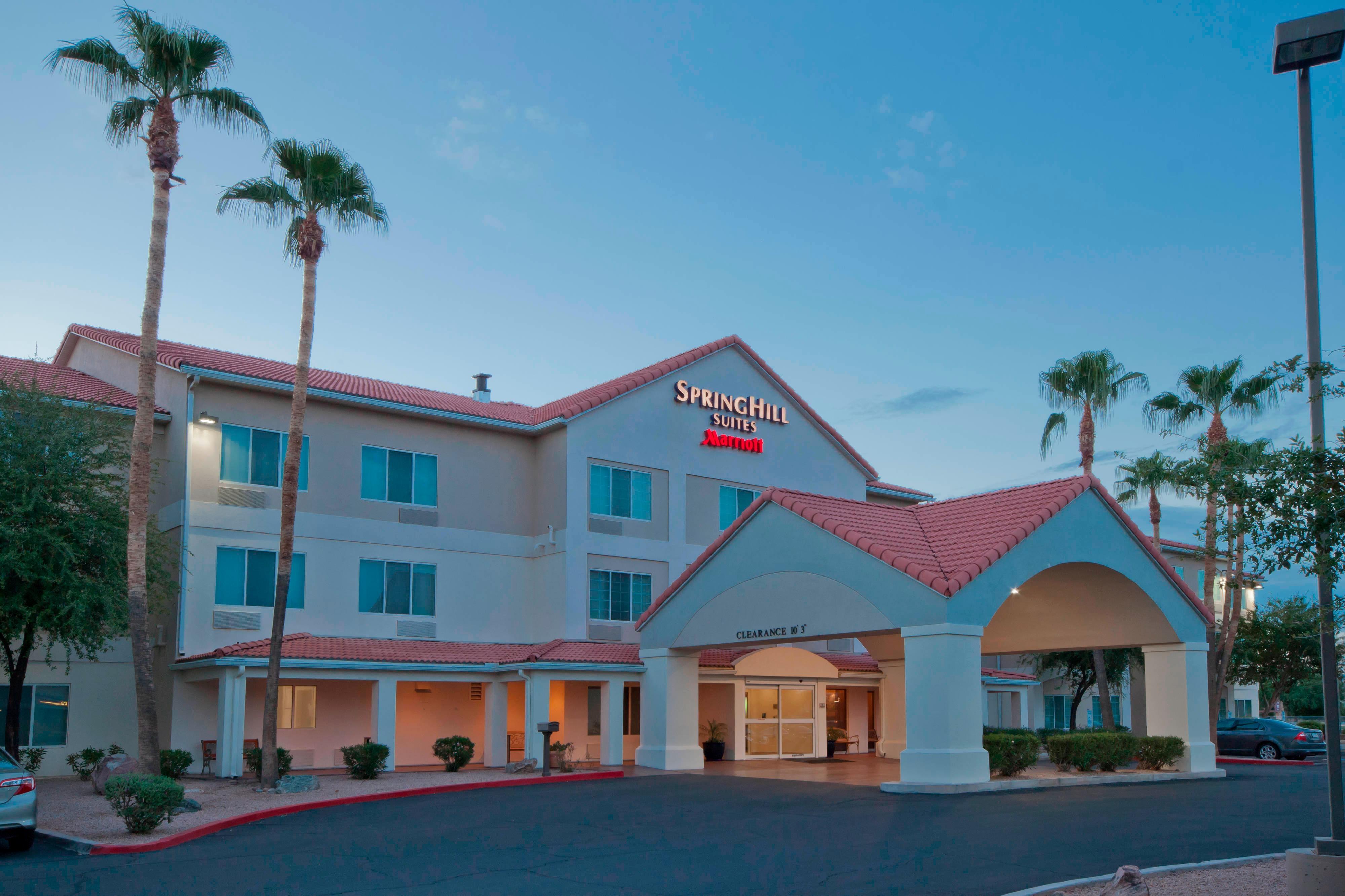 アリゾナ州チャンドラーのホテルの入口外観