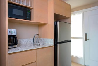 King Guest Room Kitchenette