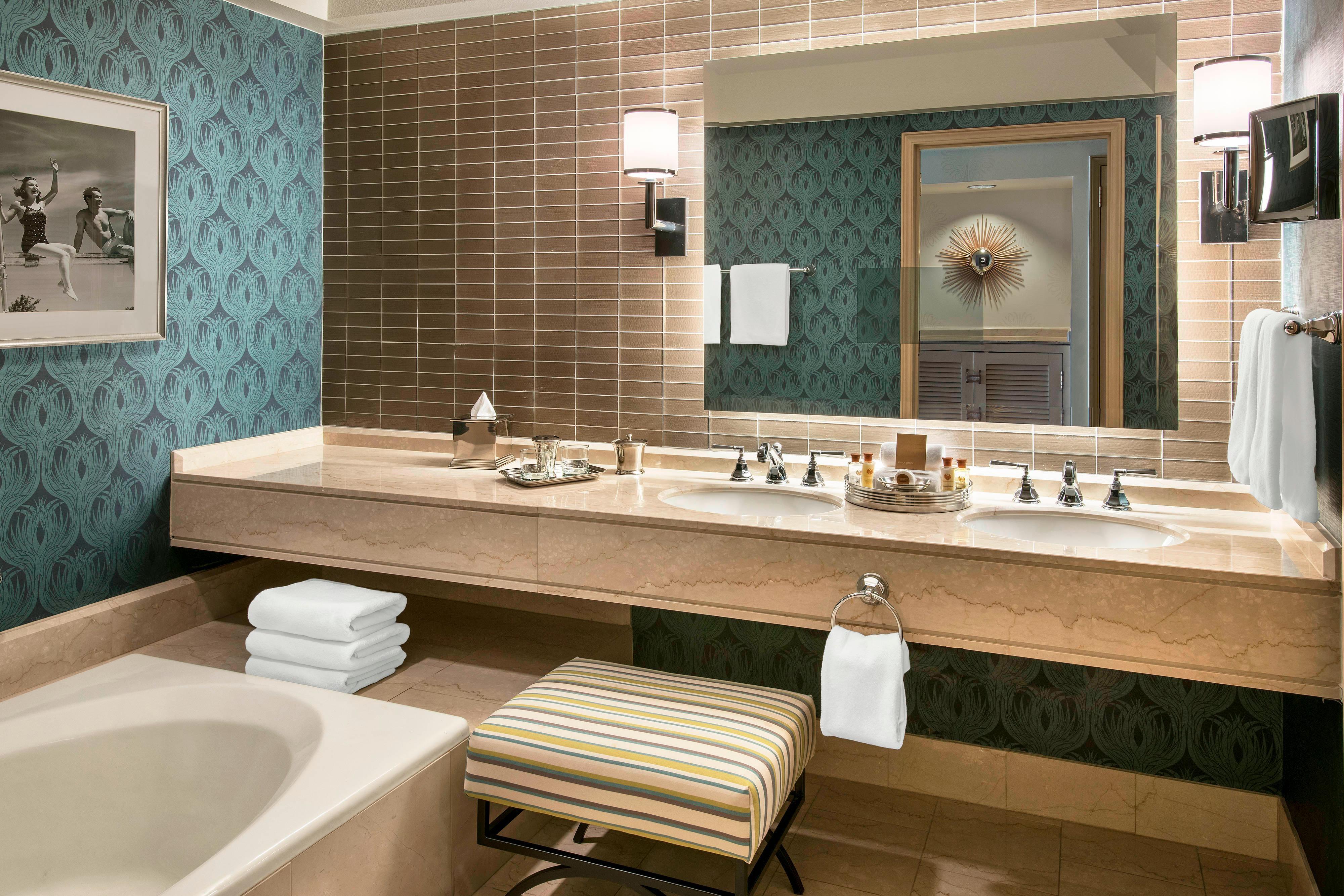 Deluxe One-Bedroom Executive Suite - Bathroom